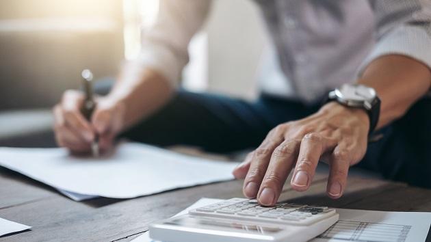 Durch Corona ändert sich auch der Blick zahlreicher Arbeitgeber auf ihre Beschäftigten. Das Homeoffice soll nun auch in solchen Branchen und Konzernen zum Alltag werden, wo es zuvor als No-Go galt und nicht einmal duskussionsfähig war. Eine neue Vertrauenskultur entsteht.
